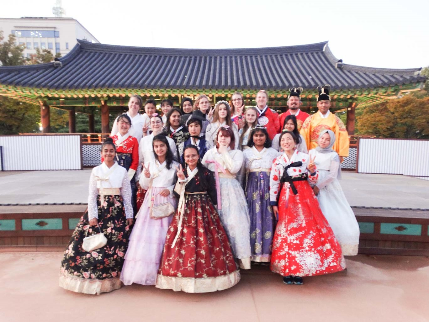 entry-976-group_hanbok